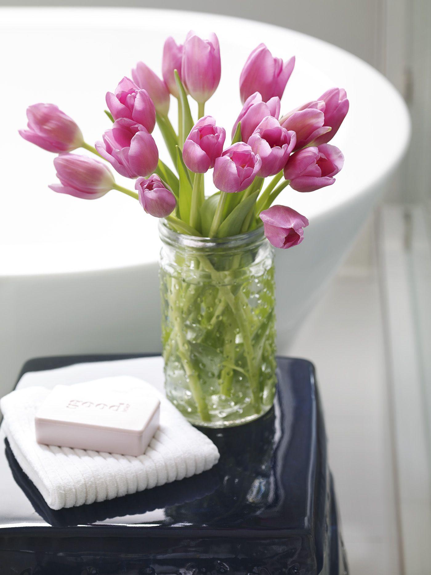 Help Your Fresh Flowers Last Longer With These Tips Flowers Last Longer Tulips Garden Bulbs