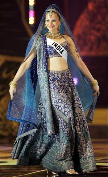 Miss Universe 2005 India\u0027s national costume