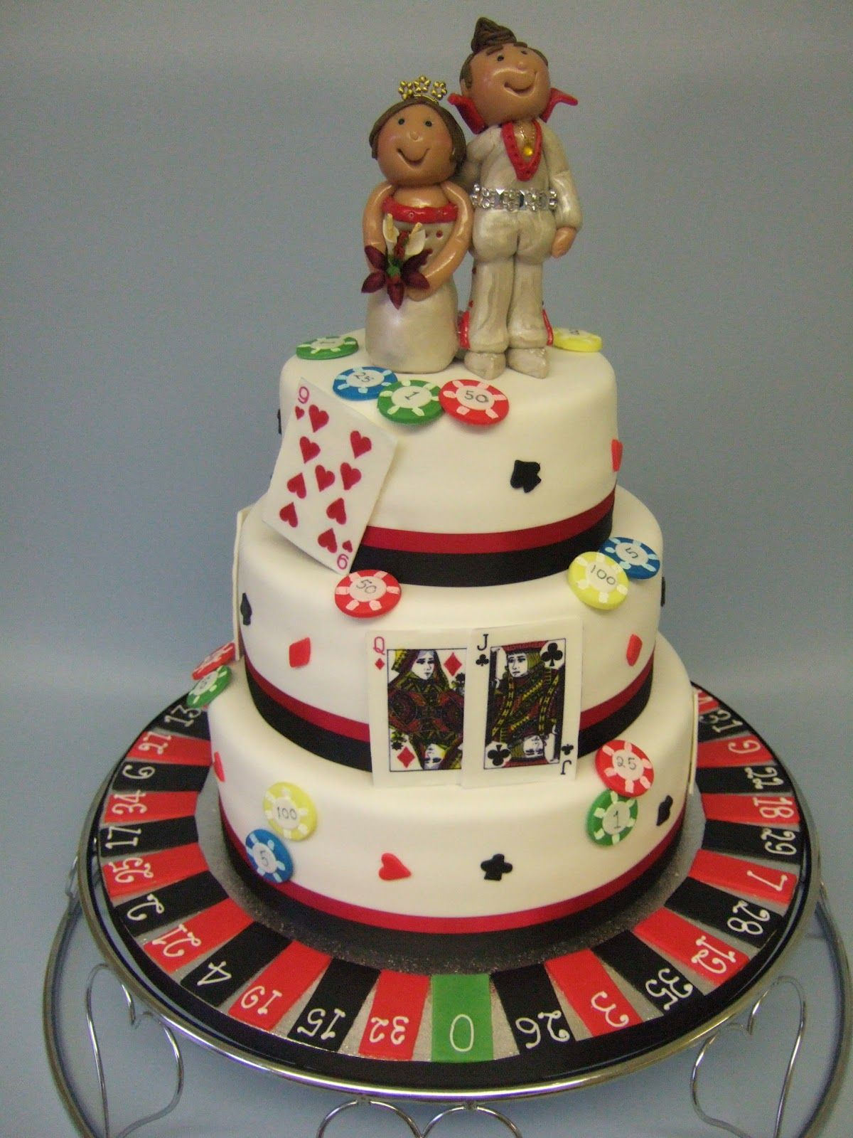 Vegas Wedding Cakes Vegas Wedding Cake With Roulette Chips And
