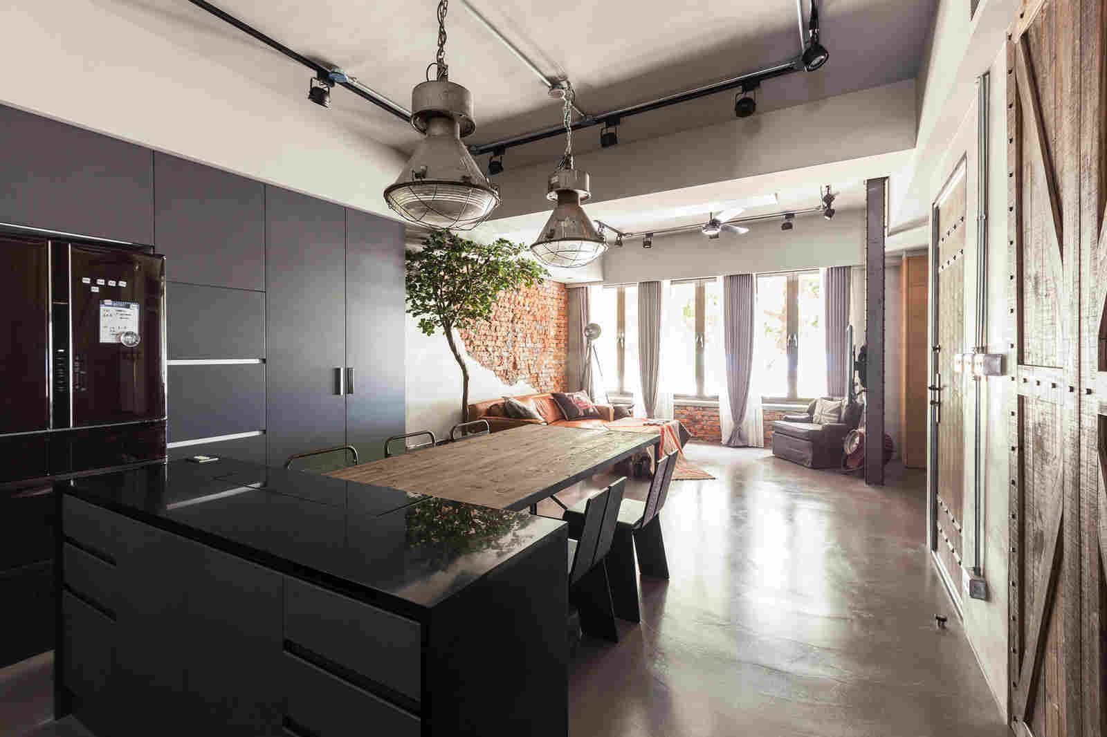 Spacious And Exclusive Detroit Penthouse Charms You With Its Industrial Interiors