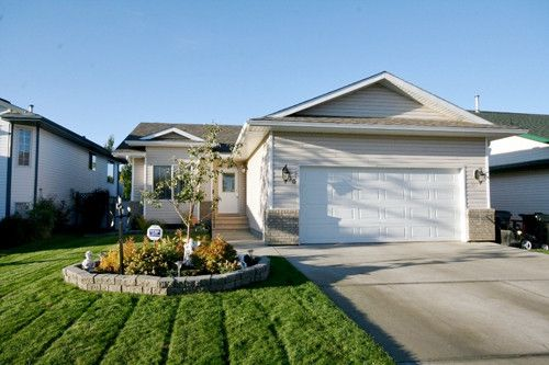 Immaculate Bungalow Spruce Grove Welcome Home It S An Easy Commute To This Immaculate 1 289 Sq Sale House Renting A House Master Bedroom With Walk In Closet