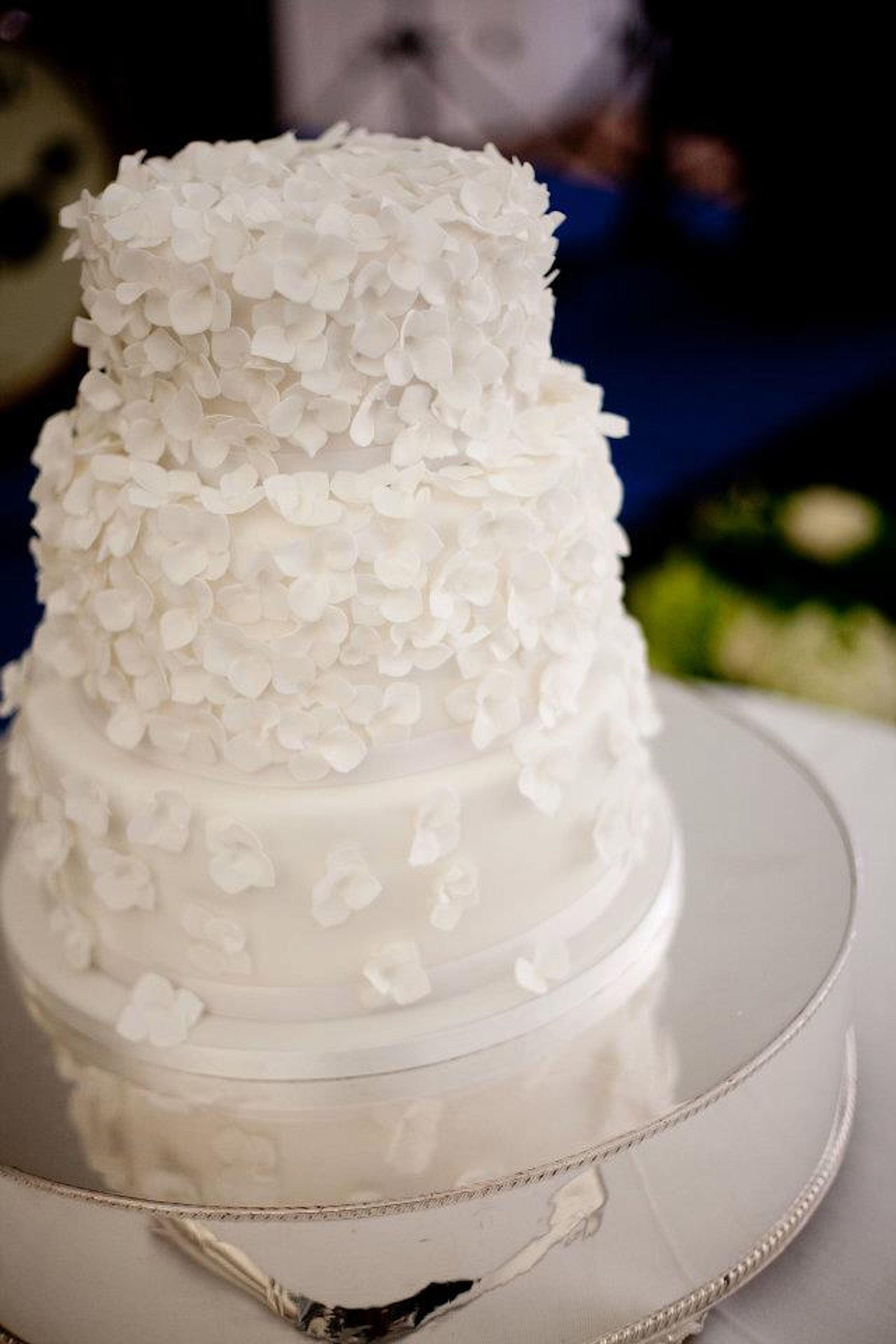 Cake Wedding White Hydrangea Wedding Cake Icing Petal Contemporary Hydrang Wedding Cake Frosting Wedding Cake Frosting Recipe Wedding Cake Icing Recipe