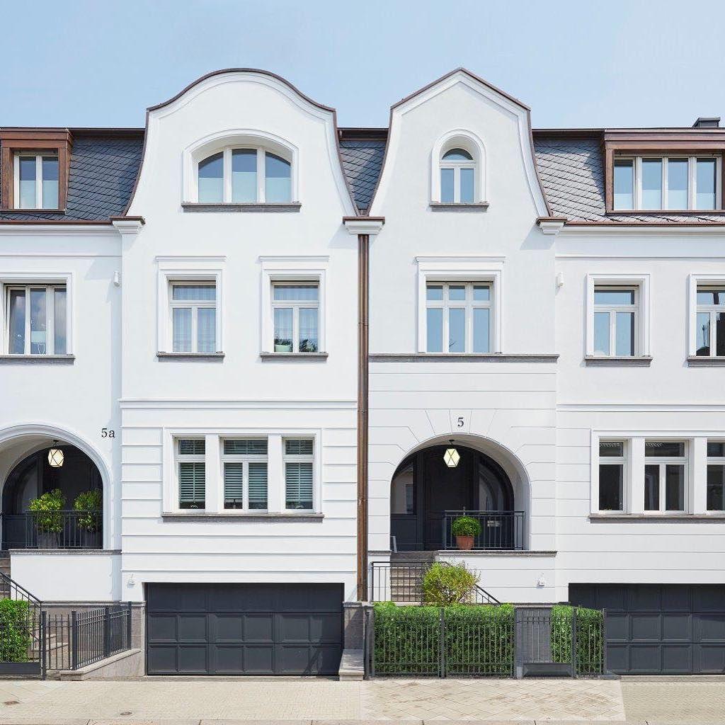 Carmenstrasse Dusseldorf Oberkassel Im Herzen Eines Der Begehrtesten Viertel Am Rhein Entstand D Traditional Architecture Architecture Classical Architecture