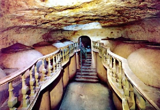 Cueva Bodega Con Tinajas Tomelloso Arte Taurino Arte Fotos