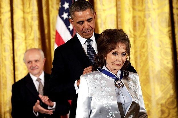 Loretta Lynn Awarded The Presidential Medal Of Freedom Loretta Lynn Country Music Loretta