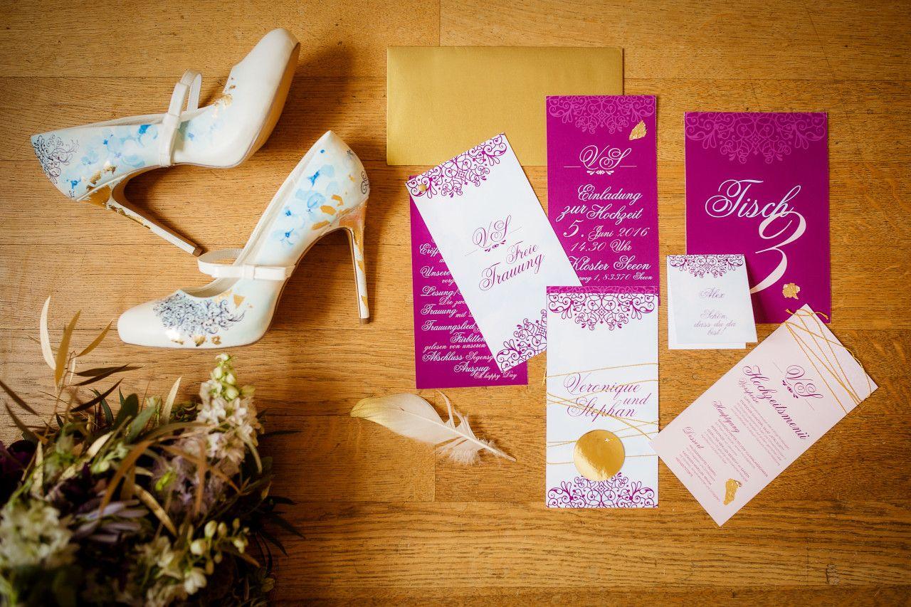 styled shoot fotographiert von: Lydia Krumpholz, Foto und Design Karten von #Wunschkonzert Blumen von #Blumenstil aus München #handbemalte #brautschuhe von #schuhnique #handpainted #bemalt #schuhe #shoes #hochzeit #styledshoot