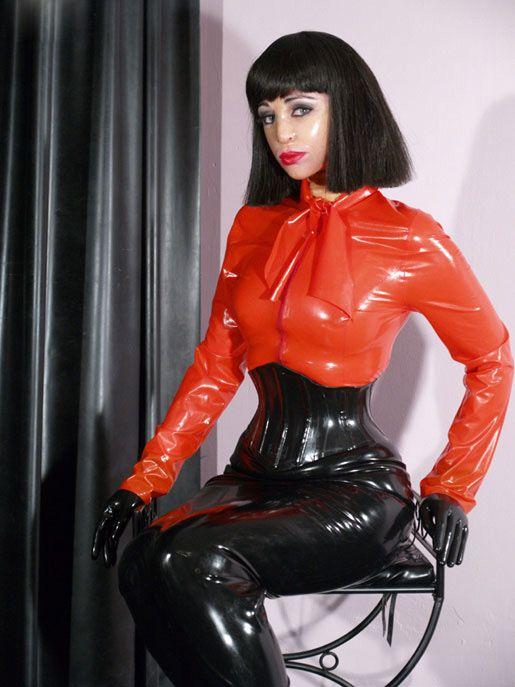 Trans-hooded latex governess Mistress Sandra   вы