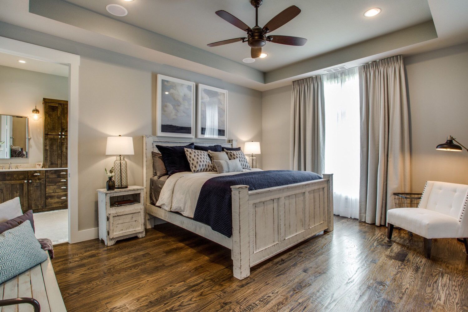 White reclaimed wood bed frame/bedroom furniture