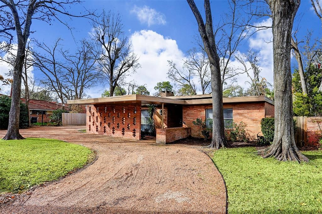 One Of The Most Striking Mid Century Moderns In Glenbrook Valley