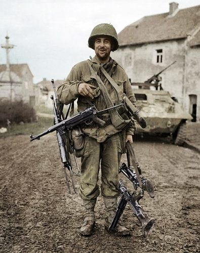 American soldier with German weapons | uniform | Ww2 history