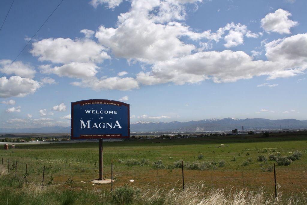 Distance between Magna, UT and Logan, UT