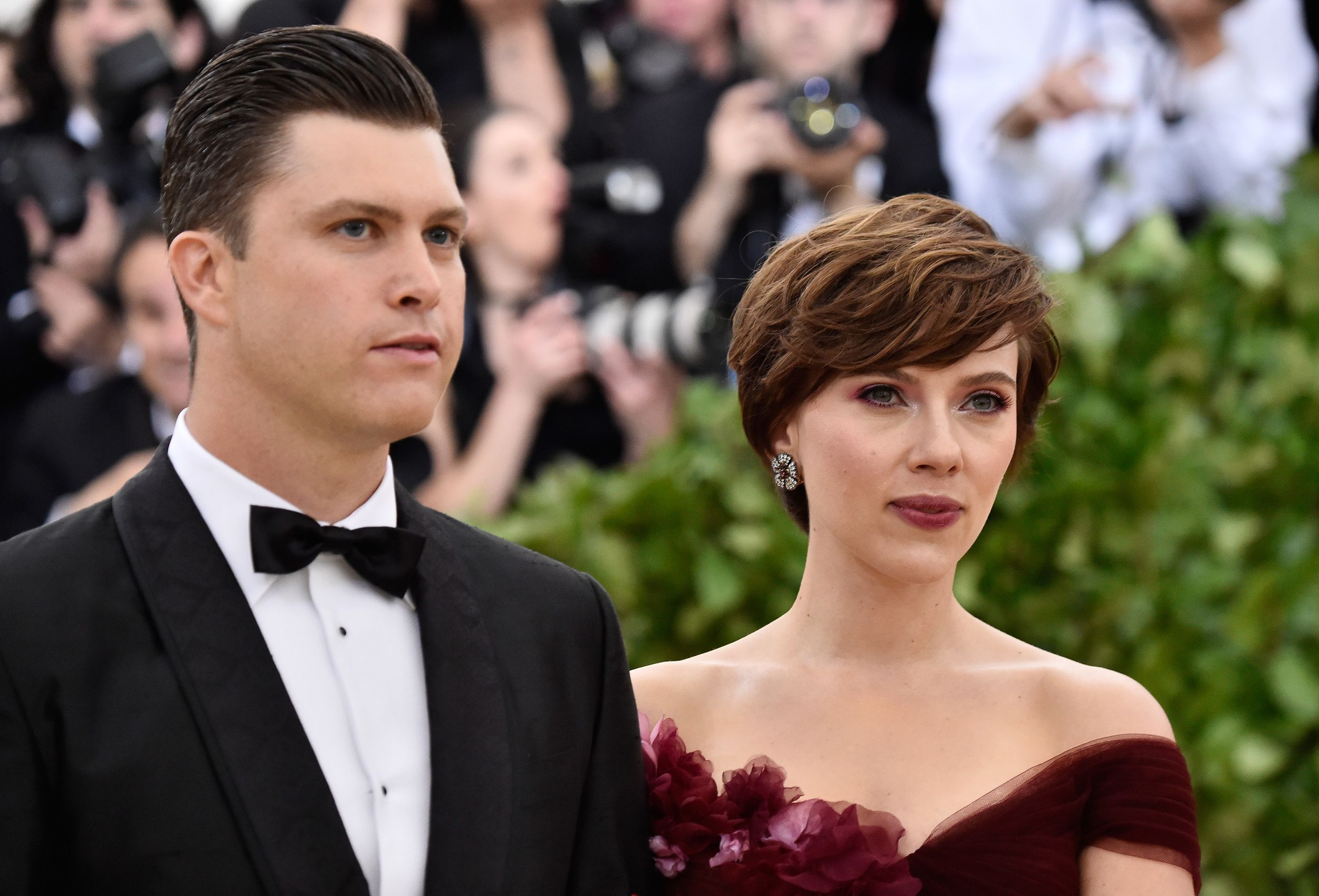 Scarlett Johansson Unveils Massive Engagement Ring From Colin Jost Scarlett Johansson Scarlett Cutest Couple Ever
