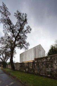 Fancy Beton zum Spielen Gartenpavillon in Braga von AZO Sequeira Arquitectos