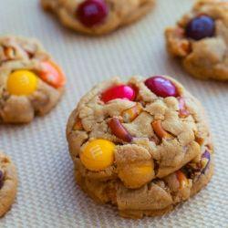 Mini PB pretzel cookies by sallysbakeblog