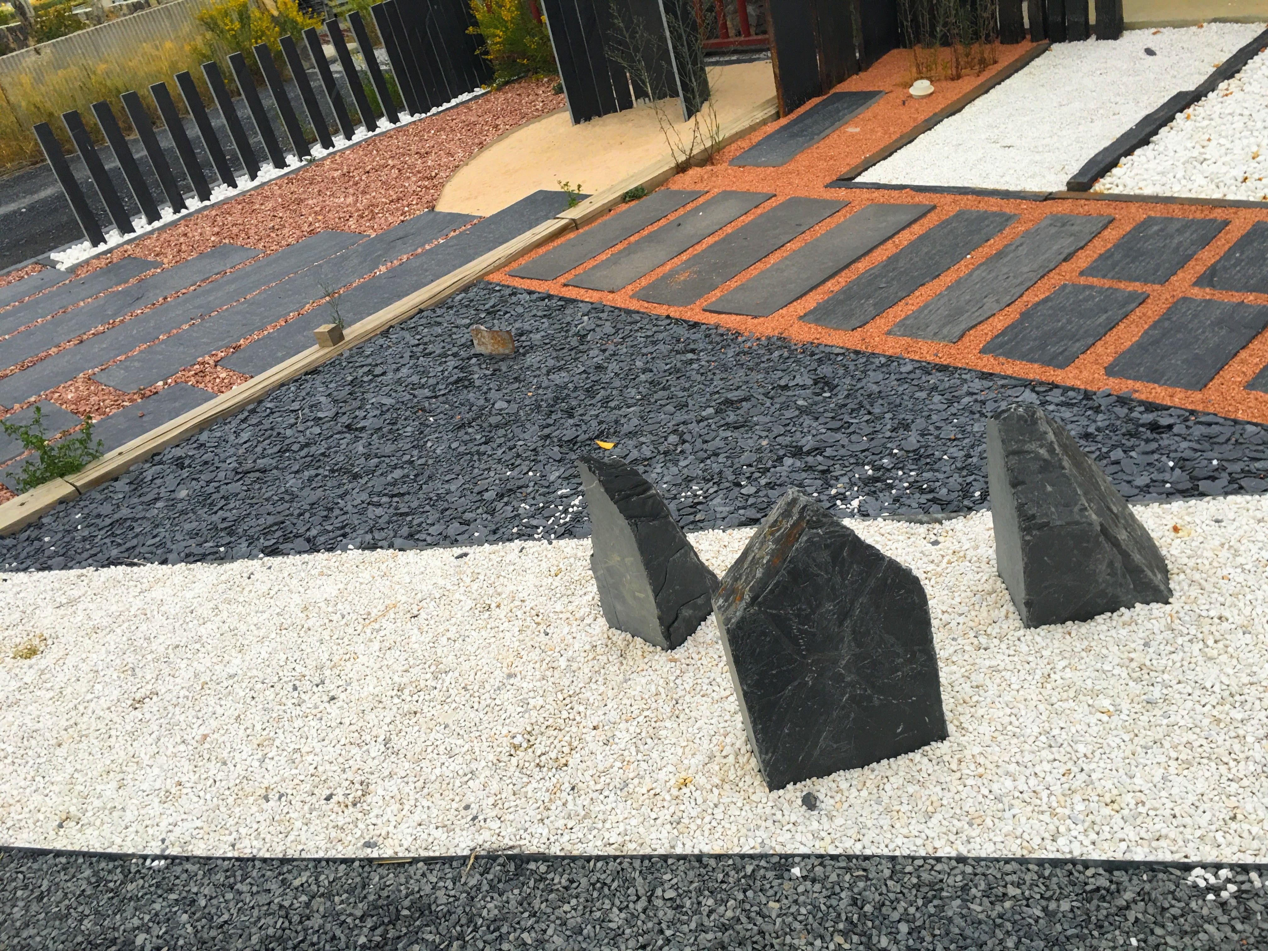 Gravier noir et blanc pur paillettes ardoise et plaques for Pizarra para jardin