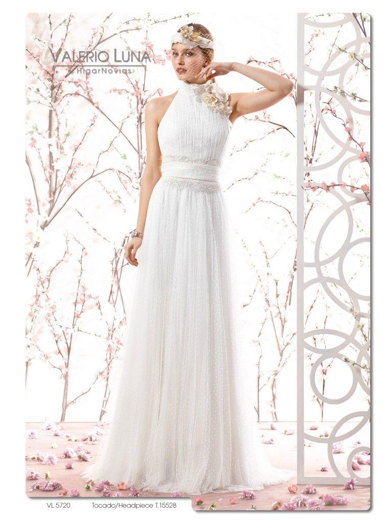 este romántico y original vestido de novia está elaborado en tul de