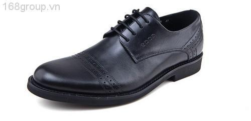 * Mũi giày khá đầy đặn với những đường khâu tỉ mỉ, chi tiết. Đế giày êm ái sẽ đem lại sự thoải mái cho người sử dụng