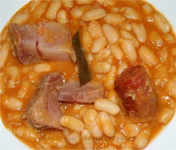 Ingredientes 500 Gramos De Alubias Blancas De La Bañeza 200 Gramos De Lacón 100 Gramos De Pa Receta De Puchero Cocina Española Recetas Recetas De Comida