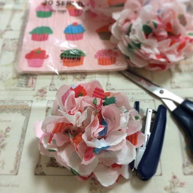 #handmade#craft#papernapkin#ハンドメイド#ペパナプフラワー#ペイパーナプキン#ペパナプ  どんな物かと思って作ってみたら、止まらない(^^;;