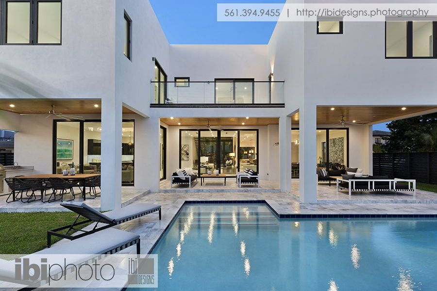 Ultra Modern Home With Impressive L Shaped Pool Surrounded By Marble Pavers As Well As Multiple Loggias Ultra Modern Homes House Styles Pool Houses