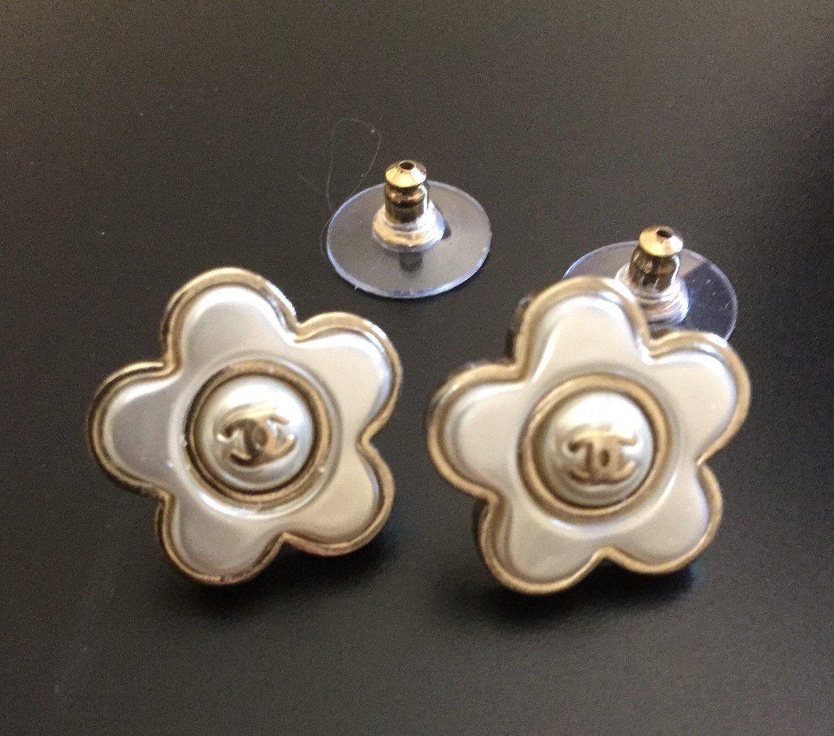 Chanel Camellia Cc Stud Earrings Pearl Petal Gold Tone 2018 Nib Stud Earrings Earrings Chanel Camellia