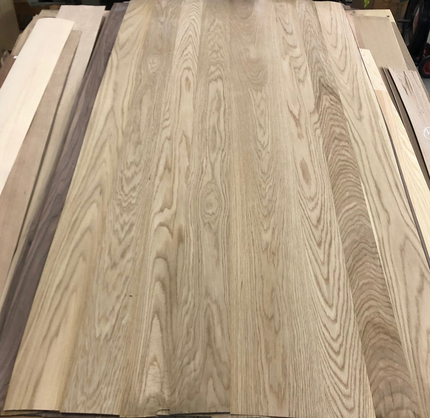Artisan Thick Veneer 1 16 Random White Oak Face In 2020 White Oak Wood Veneer Oak
