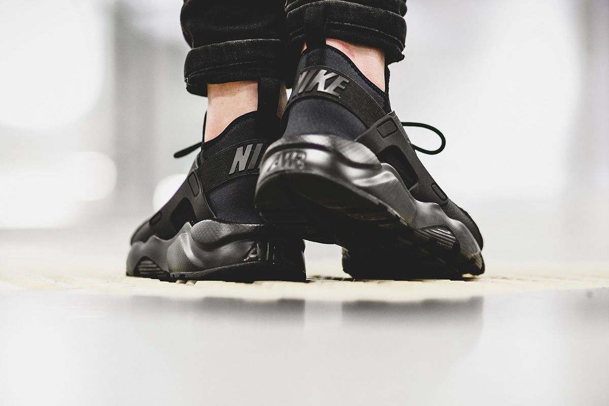 nike huarache ultra all black