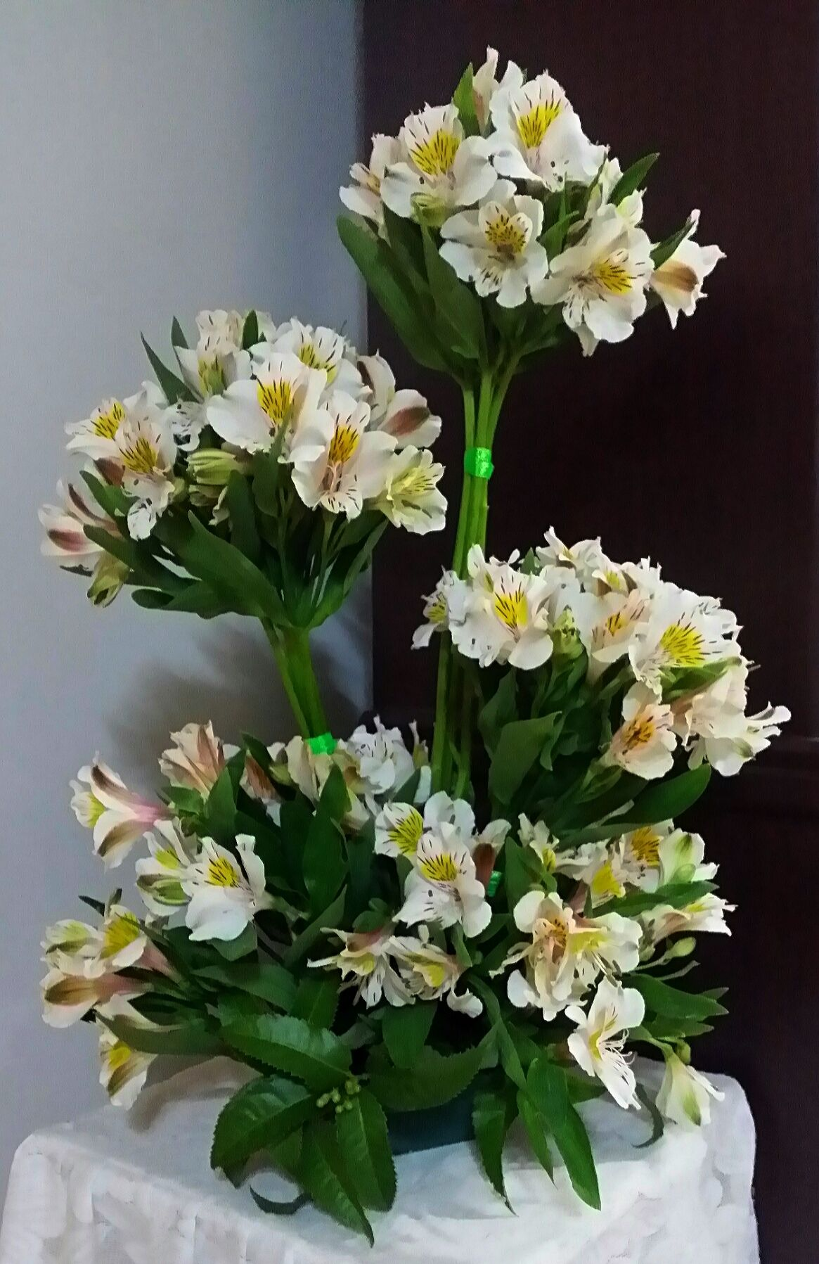 Alstromeria bunched are an inexpensive flower that looks like a