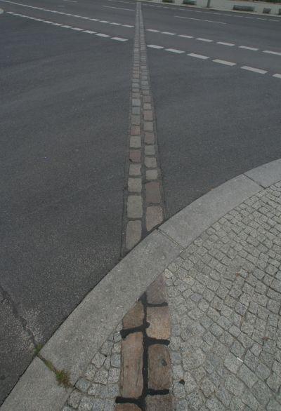 Berliner Mauerweg #Mauer #Pflasterstein #September #Steine - hohlsteine fur gartenmauer