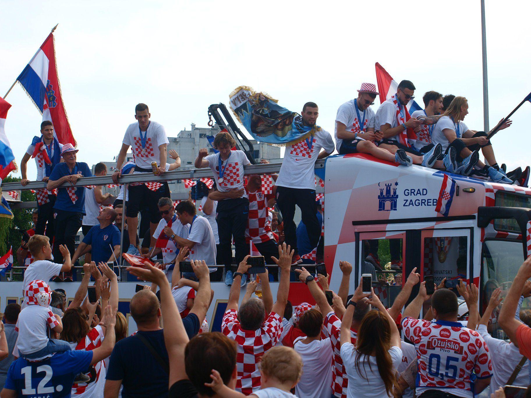 Foto Docek Vatrenih Ovo Svijet Nije Vidio U Zagrebu Je Ludiloooooooo Klikaj Hr Zagreb Wrestling Football