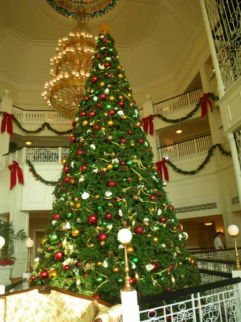 Hong Kong Disneyland Hotel Christmas Tree Christmas Tree Christmas Tree Lighting Christmas Lights