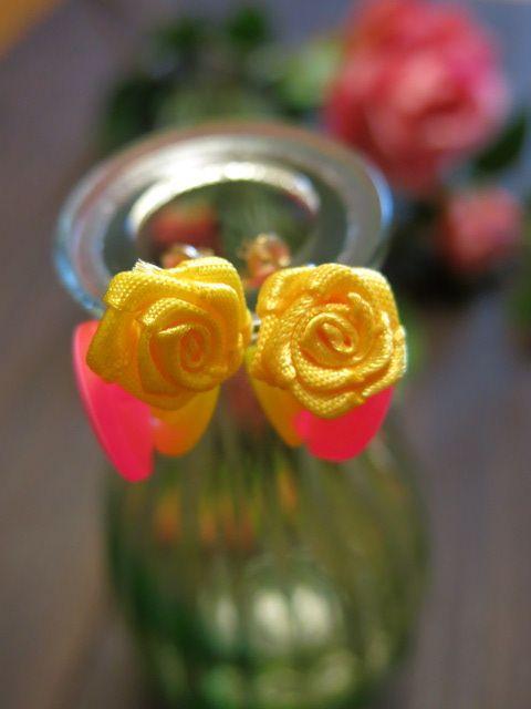 チェコで購入したボタンとお花のモチーフのピアス