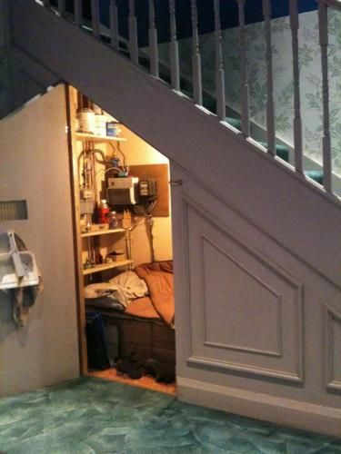 Under stairs bedroom home design and interior decorating for Bedroom under stairs