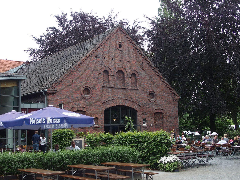 Pin Von Jola Hag Auf Hochzeitslocation Fruhstucks Buffet Streuobstwiese Bauerngarten