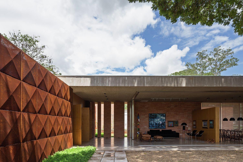 Moderne wohnarchitektur gallery of blm house  atria arquitetos