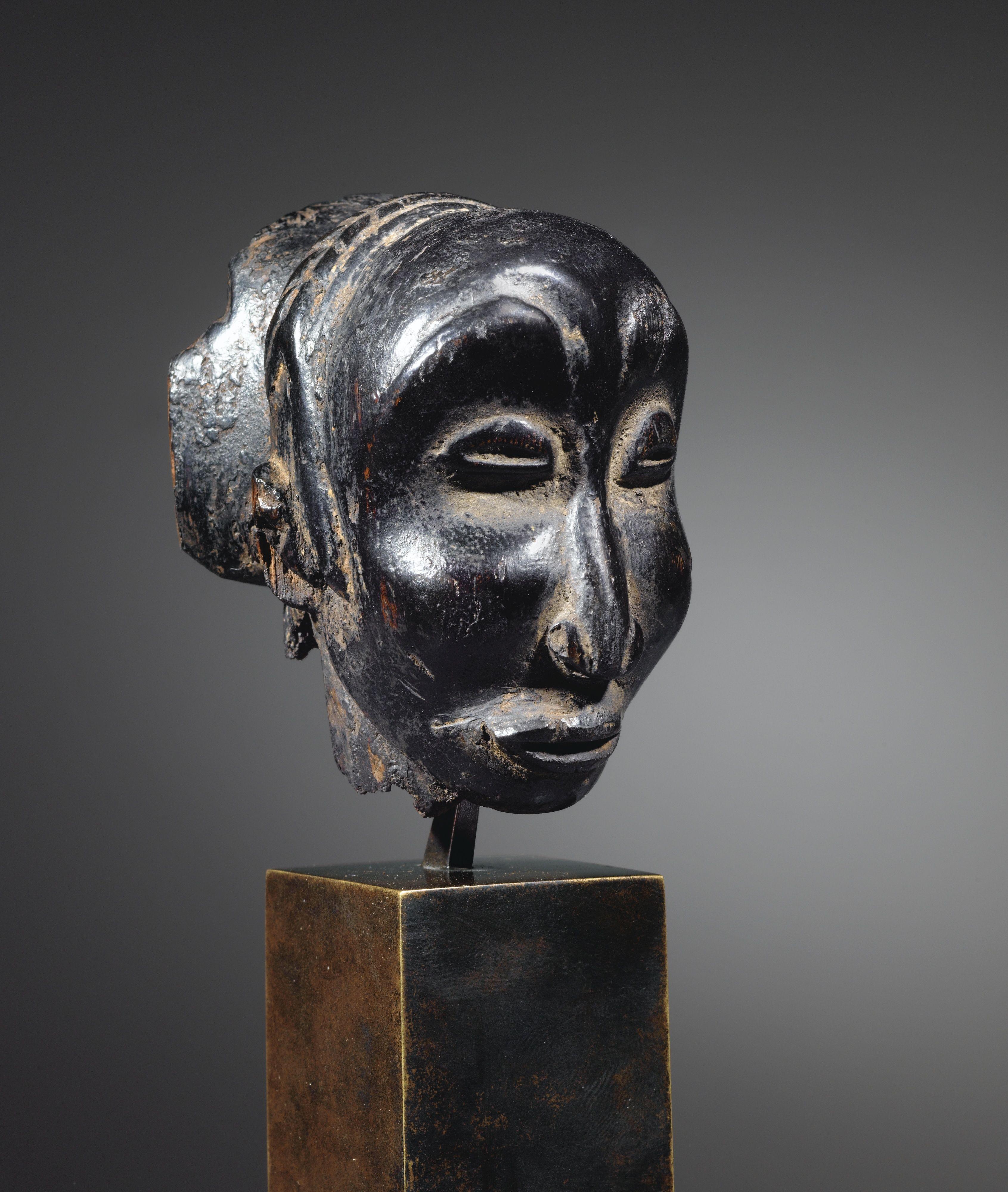 """Tête reliquaire attribuée au """"Maître de Buli"""", Luba, République Démocratique du Congo   Lot   Sotheby's"""