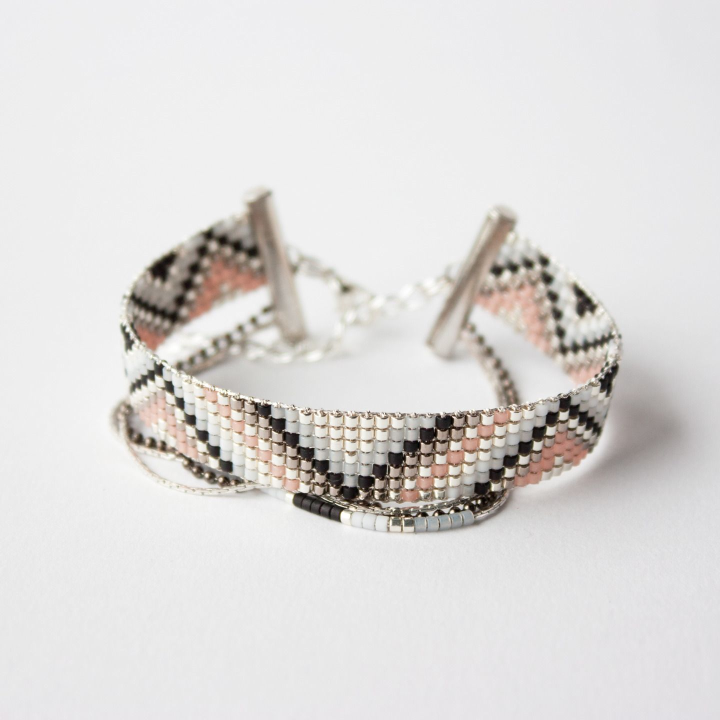 bracelet tiss perles miyuki argent gris et noir bead loom pinterest bracelets. Black Bedroom Furniture Sets. Home Design Ideas