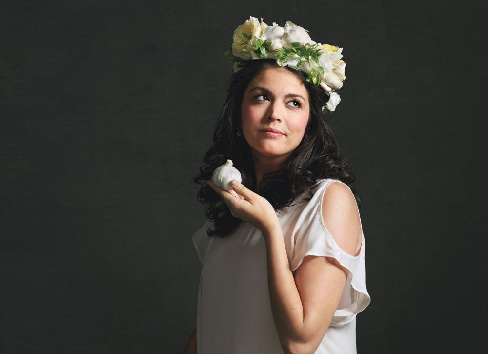 Photo of Saturday Night Live's Cecily Strong Will Let You Eat Off Her Plate