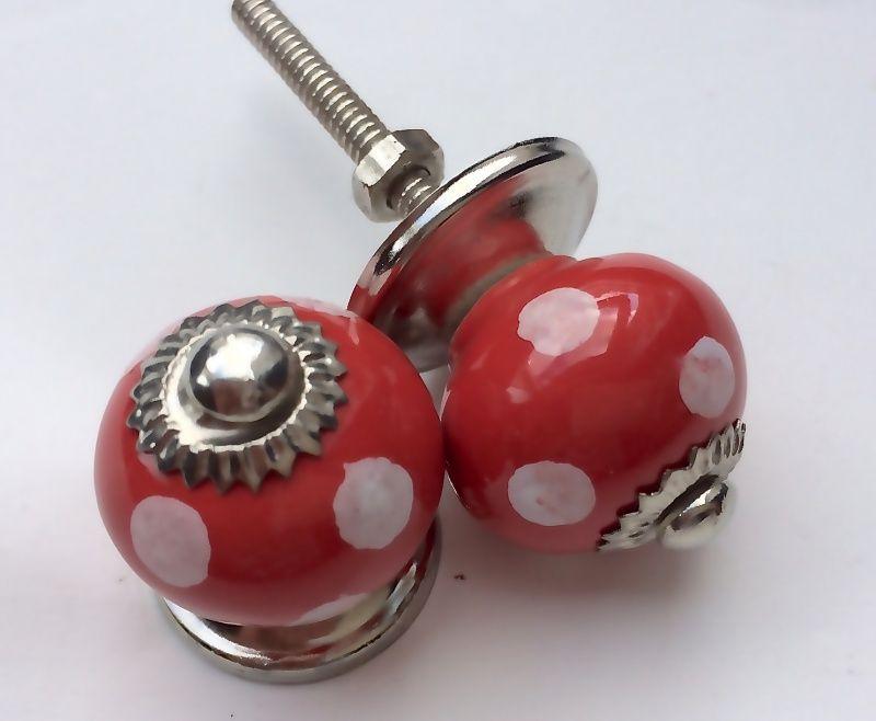 016 rood met witte stippen kastknopjes 2,5 cm