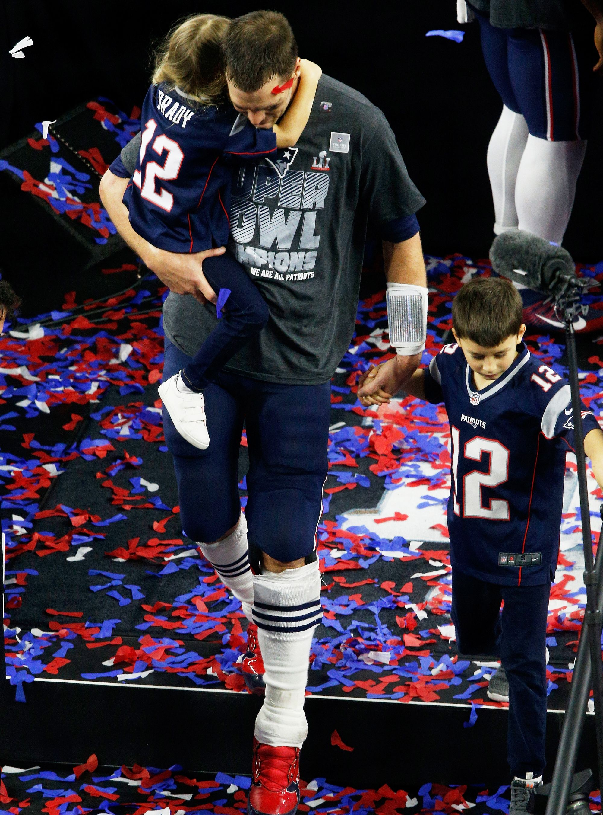 Tom Brady And Gisele S Emotional Super Bowl Celebration Moments New England Patriots England Patriots Nfl New England Patriots
