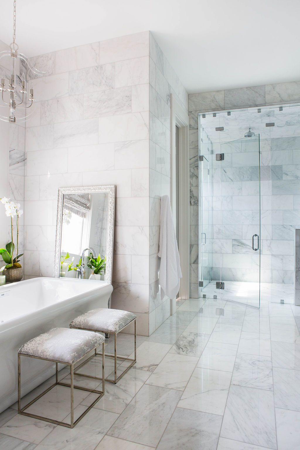10 Next Level Bathrooms By Top Southern Designers In 2020 Marble Wall Tiles White Marble Bathrooms Marble Tile Bathroom