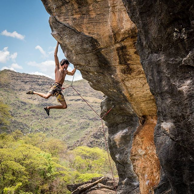 "A beautiful 50 meters long route and a great climber who knows exactly how to do every move with extreme confidence. This is Ricardo Maia ""Magrão"" on ""Sinos de Aldebaran"" (7b+ FR, 8c BR, 5.12d US), Serra do Cipó/MG, Brazil"