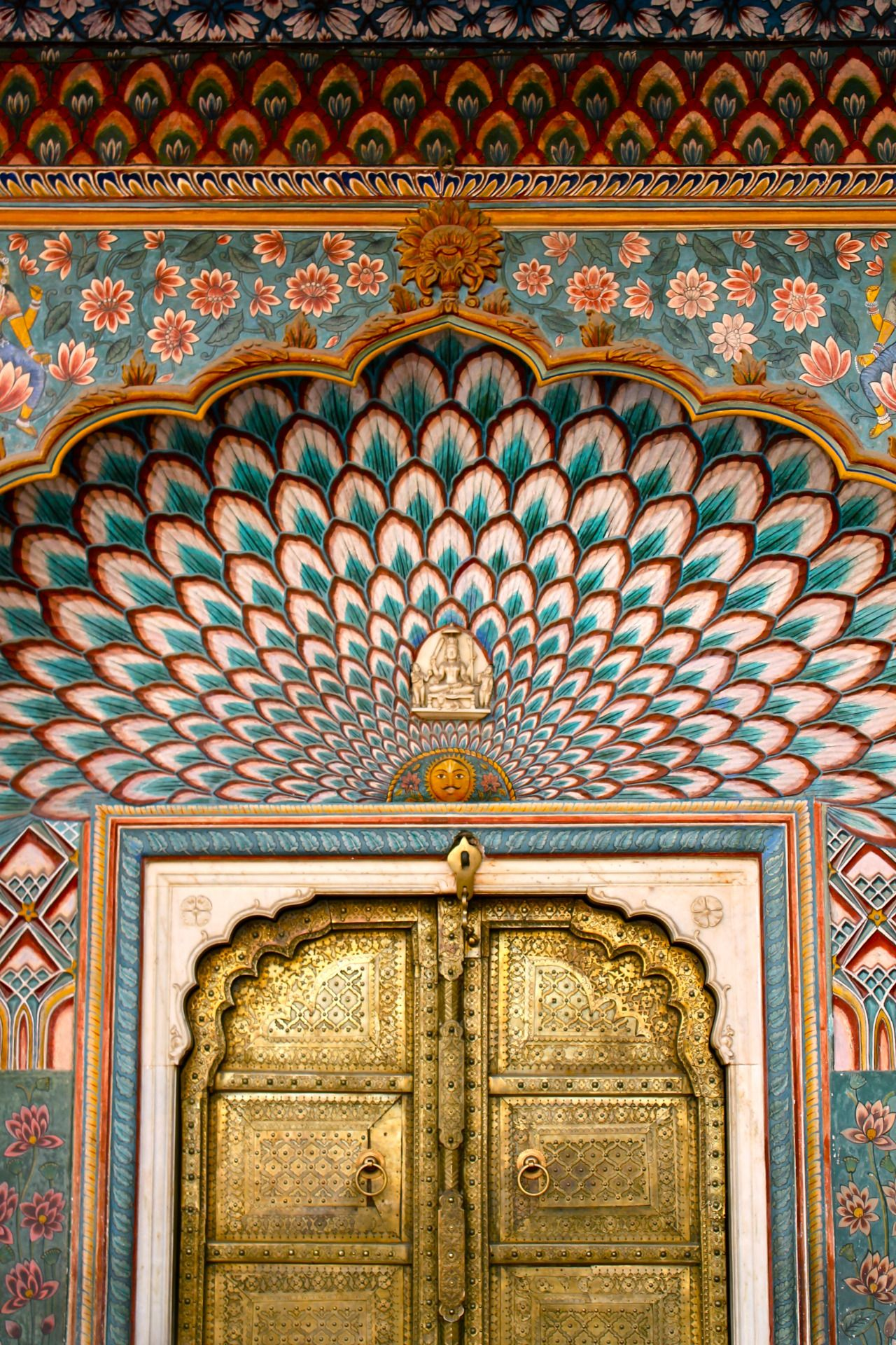 Lizzy Jones Golden Door City Palace Jaipur Rajasthan India 23 2 15 India Architecture City Palace Jaipur Indian Architecture