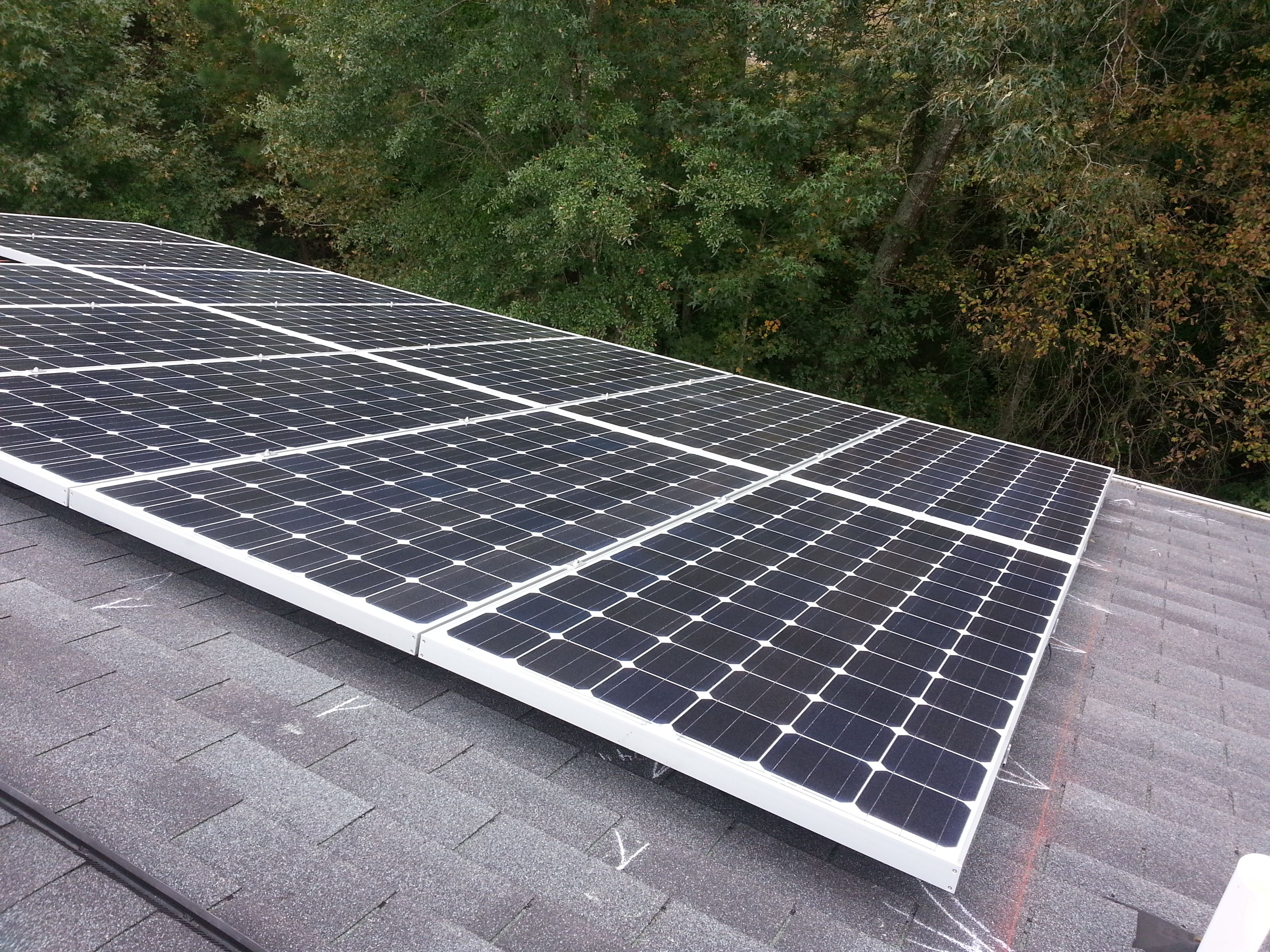 A Home In Apex Recently Installs 13 360 Watt Suniva Solar Panels Giving It A 4 16 Kw Solar Array Putsolaronit Solar Panels Roof Solar Panel Installation
