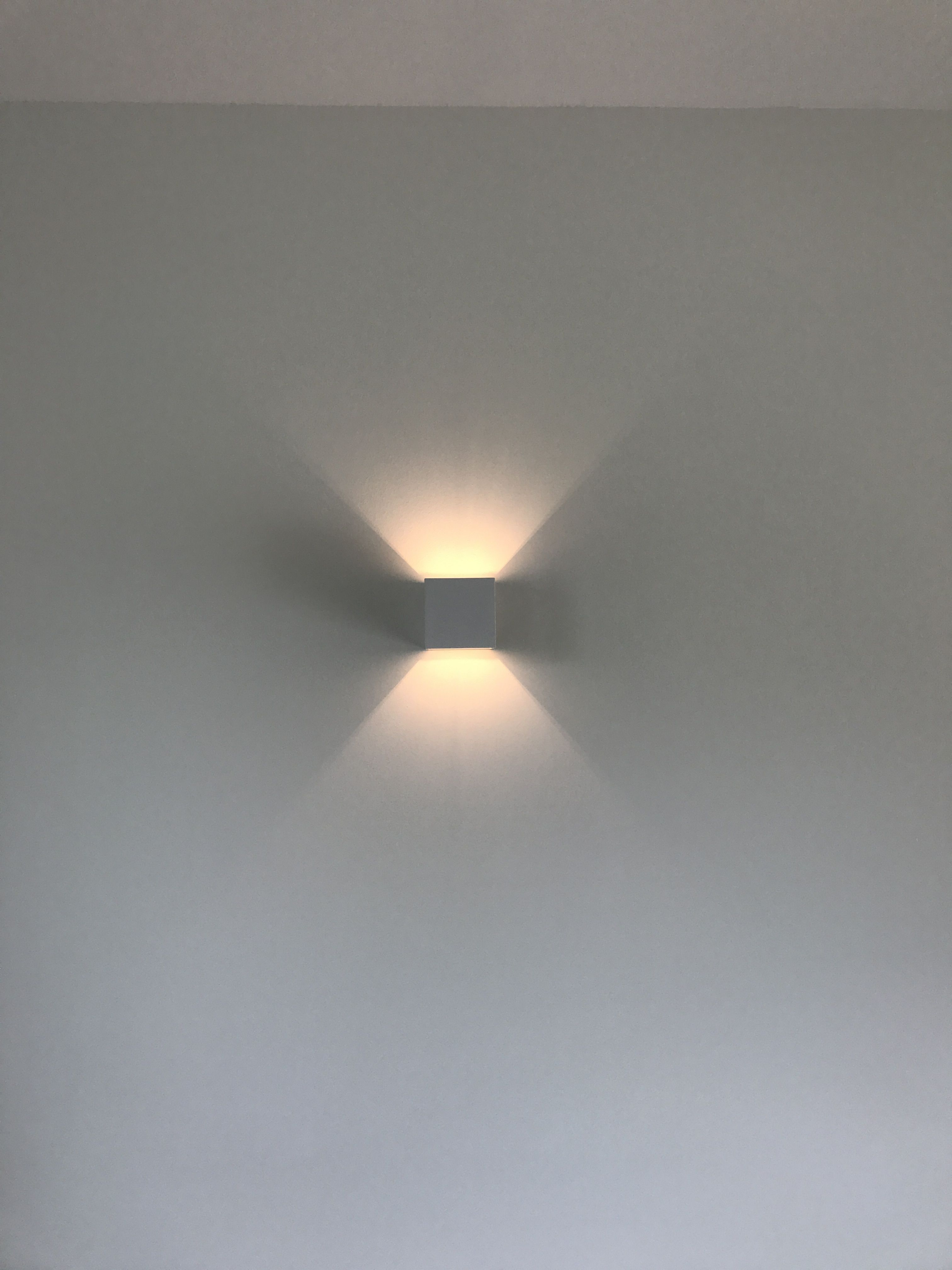 Wandlamp woonkamer #rietveldlicht #wit # aluminium https://www ...