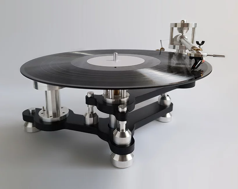 audiomeccanica is a turntable built with an engine valve by