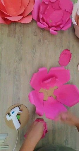 How to make a giant paper flower -   17 diy projects Tutorials paper flowers ideas