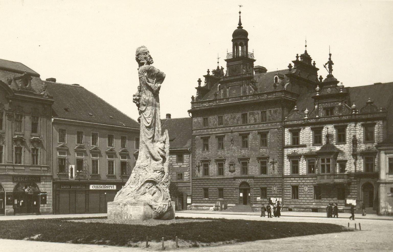 náměstí s Husem