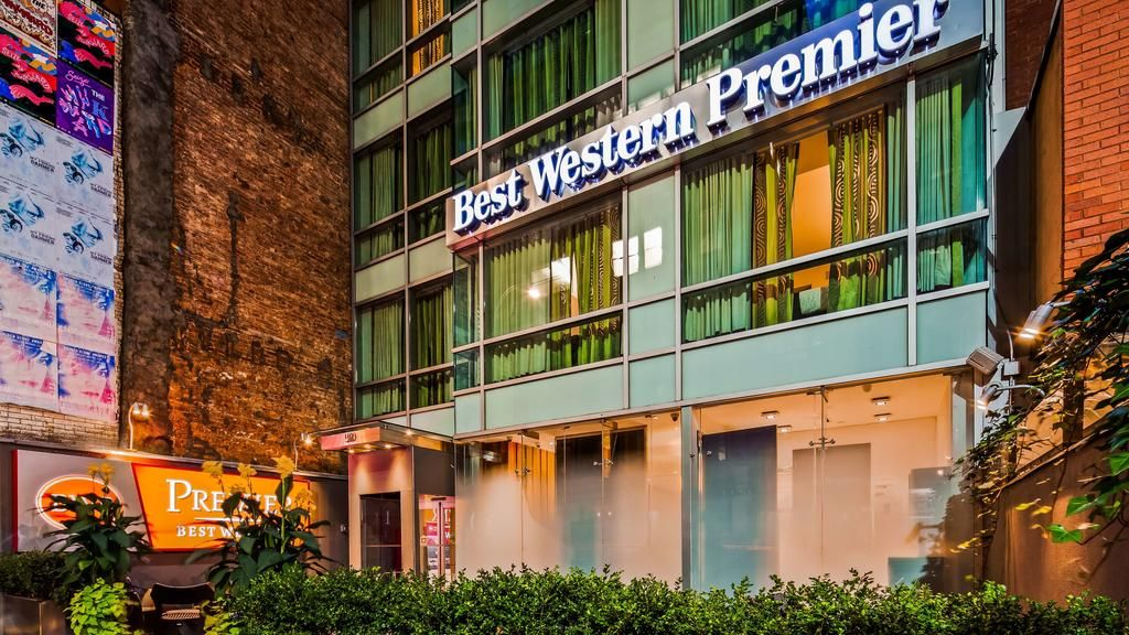 This Manhattan Hotel Is Located Near Herald Square Within 500 M Of The Empire State Building And Macy S The Hotel Features Concier Best Western Manhattan Hotels New York Hotels