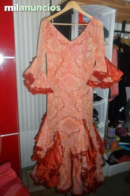 . Vendo traje de flamenca en color coral precioso.Regalo flor,pendientes y pulsera a juego 60€